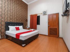 RedDoorz near Danau Toba Parapat, hotel di Prapat