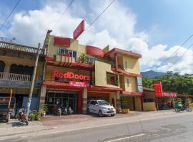 RedDoorz @ Parapat, hotel di Prapat