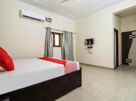 OYO 61237 Hotel Hare Krishna Dham, hotel in Vrindāvan