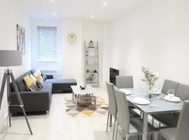 Large Contractor Apartment - Bedford Town Centre by Comfy Workers, apartment in Bedford