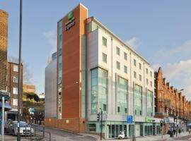 Holiday Inn Express London-Swiss Cottage, hotel in Camden, London