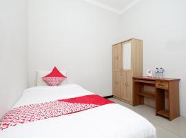 SPOT ON 1800 Ed Ed Residence, hotel near Ahmad Yani International Airport - SRG, Semarang