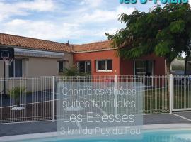 """Chez les """"J""""-Folais, hôtel aux Épesses près de: Puy du Fou"""