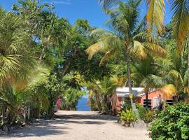 The Pelican Key Largo Cottages, inn in Key Largo