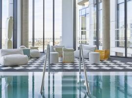 The Collective Canary Wharf, hotel near London City Airport - LCY,