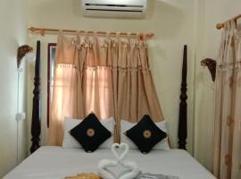 Sakura Wood House, hotel in Luang Prabang