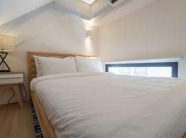 South Buona Vista Loft Suites D (Staycation Approved), hotel near Holland Village, Singapore