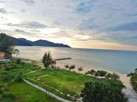 By The Sea Duplex Condo, apartment in Batu Ferringhi