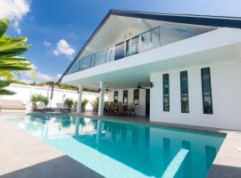 Seaview Pool Villa 3BR, Long Beach - Monkey Villa, villa in Ko Lanta