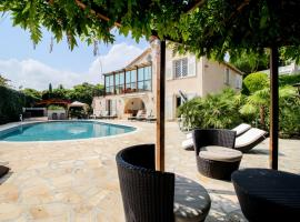 Villa Serenity @Cap d'Antibes, hotel with jacuzzis in Antibes