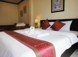 Patong Karlssons Hotel, hotel near Banana Walk, Patong Beach