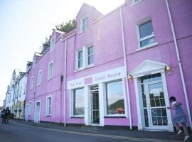 The Pink House, guest house in Portree