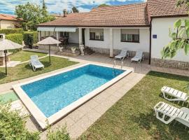 Vacation House with Pool, vacation rental in Loborika