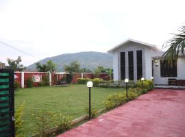Junoon 13 Farm House, hotel with pools in Udaipur