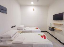 Sky Inn Thoddoo, hotel v mestu Thoddoo