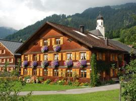 Kinderbauernhof, hotel in Schoppernau