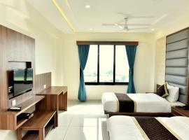 Hotel Royal Square by Sky Stays, отель в Ахмадабаде