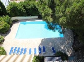 Bel appartement lumineux avec terrasse et place de parking, hotel with pools in Cannes