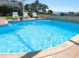Holiday villa SUNJOY 100m. from the beach., hotel in Sounio