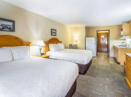 Clarion Hotel & Suites Fairbanks near Ft. Wainwright – hotel w mieście Fairbanks