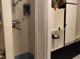 Gezellig appartement 1e etage, hotel in Wassenaar
