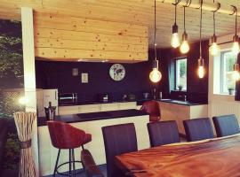 Entre Roches et Nature, holiday home in Dinant