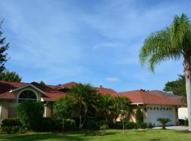 Beautiful Home on Lake in Private Community, hotel near Melbourne International Airport - MLB,