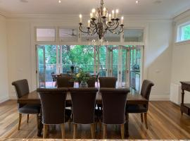 Luxury Inner-Melb 5 brm home, close to everything, vila u gradu Melburn