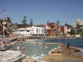 Marine Parade, hotel near North Head Quarantine Station, Sydney