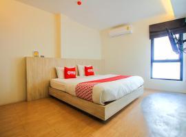 OYO 426 All Day Hostel @ Sukhumvit, hotel near BTS-Bang Chak, Bangkok