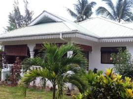 Coco Bay Villa, guest house in Baie Sainte Anne