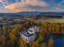 Zamek Karpniki Schloss Fischbach, hotel in Łomnica