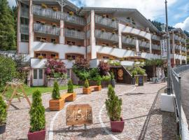 Al Sole Clubresidence, apartment in Canazei