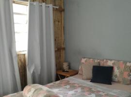 Kitnet próxima a Itaipú, hotel in Foz do Iguaçu