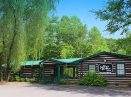 Sky Harbor Lodge, cabin in Sevierville