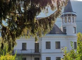 The Castle, hotel din Sinaia
