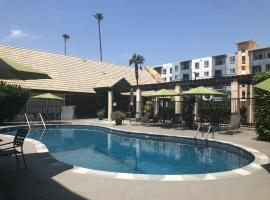 Mikado Hotel, hotel near Hollywood Burbank Airport - BUR, North Hollywood