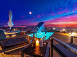 Bekina, stylish rooftop pool apartment, hotel in Mandre