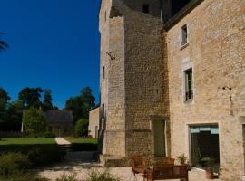 Château de Monceaux 5mn de Bayeux proche Mer, vacation home in Bayeux