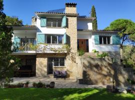Villa Naranja, hotel cerca de Campo de Golf Port del Compte, Sant Cugat del Vallès