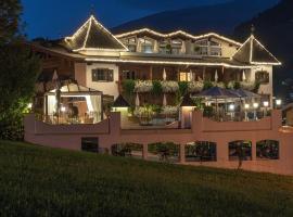 Romantik Hotel Alpenblick Ferienschlössl, hotel in Hippach