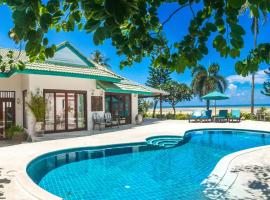 Beachfront Villa Baan Chaai Haat 4BR, resort village in Lamai