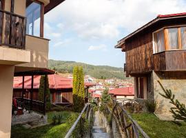 Родопски Къщи, хотел в Чепеларе