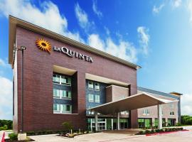 La Quinta Inn & Suites by Wyndham Orlando IDrive Theme Parks, hotel with pools in Orlando