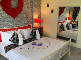 Fong Kaew and Baan Nang Fa Guesthouse, hotel near Banzaan Fresh Market, Patong Beach