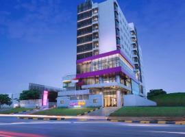 Quest Hotel Cikarang by ASTON, spa hotel in Bekasi