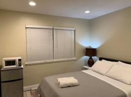 Lovely Private House close by Disney, hotel in Anaheim