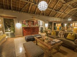 Thornybush Simbambili Lodge, lodge in Sabi Sand Game Reserve
