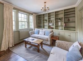 Ivory House - Stunning Central Townhouse, pet-friendly hotel in Bath