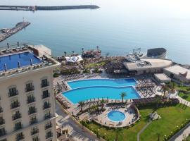Lords Palace Hotel SPA Casino, מלון בקיירניה